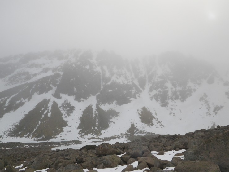 Mist and rain as we entered the corrie, with views of Aladdin's Buttress and the Trident gullies