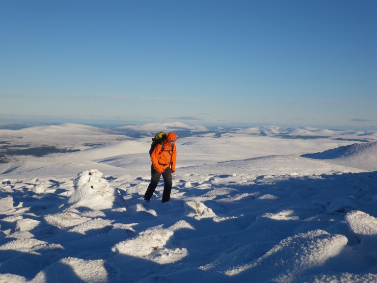 light winds and heading towards the summit of Cairngorm