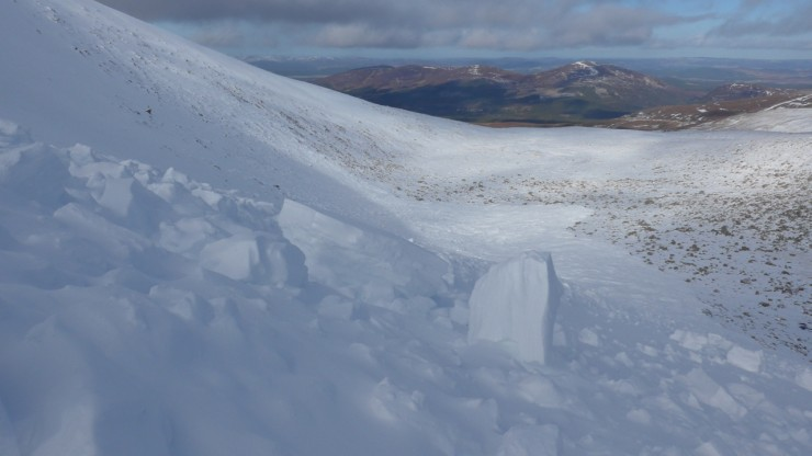 Large avalanche size 4 (could bury a locomotive) Coire Lochain - occurred sometime on 16t feb