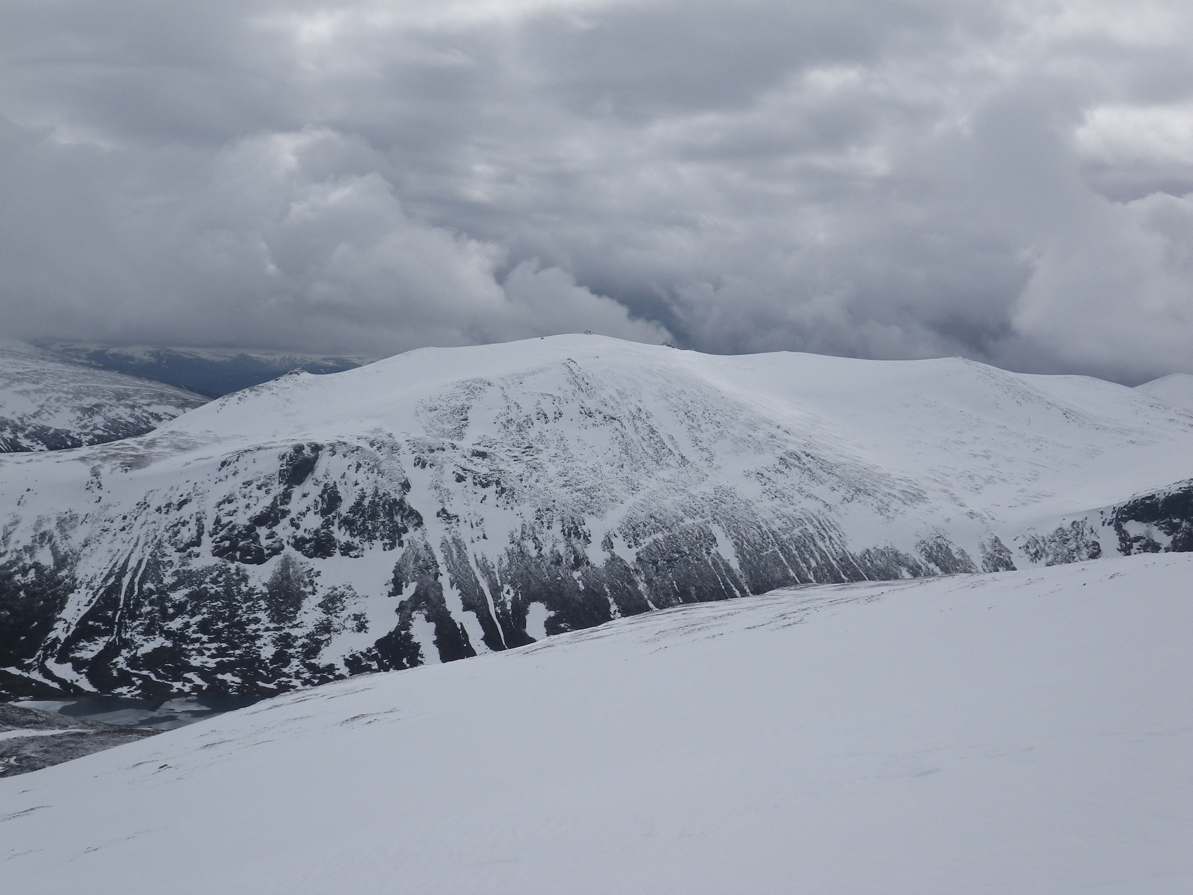 Good snow cover at plateau level