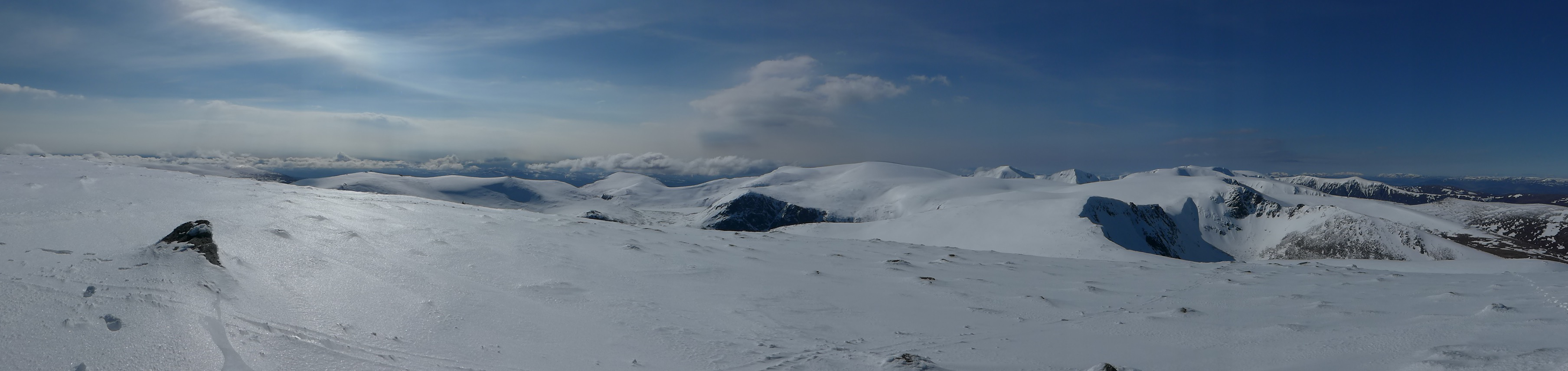 Cairngorm plateau panorama from Cairngorm summit