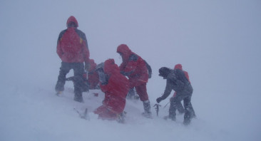 Blizzard conditions above 950m.